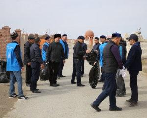 Атырауда имамдар Ноғай қауымына тазалық жұмыстарын жүргізді