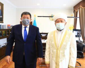 Бас мүфти Наурызбай қажы Тағанұлы Атырау облысының әкімімен кездесті (+ ФОТО)